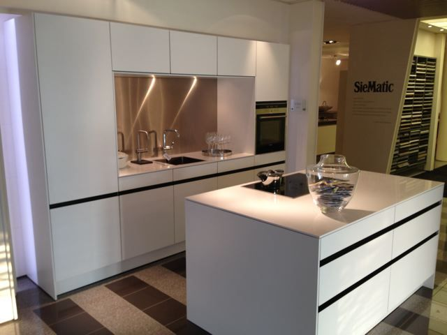 ... aanbiedingen  Luxe high tech SieMatic design greeploze keuken [48604