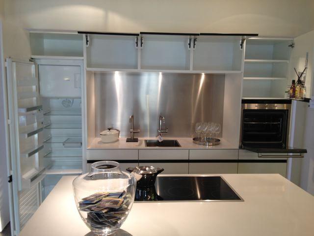 ... aanbiedingen  Luxe high tech SieMatic design greeploze keuken [48604